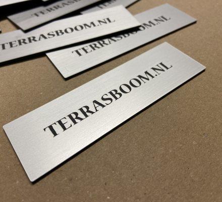 RVS-look kunststof naamplaatjes met lasergravering